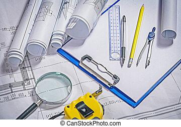 arquiteta, ferramentas, desenhos técnicos, cipboard, magnifer, ruller