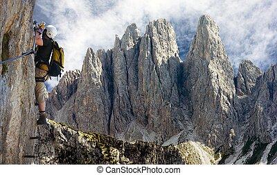 arrampicatore, su, via, ferrata, o, klettersteig, in, italia