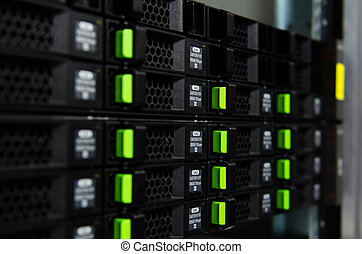 Array disk storage in data center
