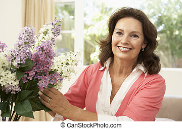 arreglar, hogar, mujer mayor, flores