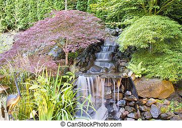 arrière-cour, chute eau, arbres