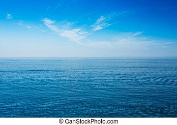 arrière-plan bleu, ciel clair, océan, mer