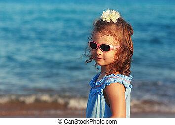 arrière-plan bleu, soleil, gosse, mer, girl, lunettes, heureux