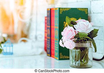 arrière-plan., blured, trois, roses, vase, livres, rose, ...