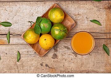arrière-plan., bois, pelé, mandarine, verre, jus, frais