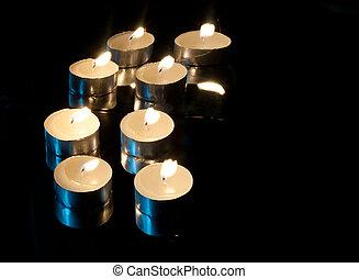 arrière-plan noir, bougies