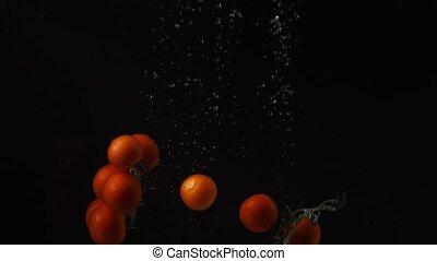 arrière-plan., noir, mouvement, tomates, chute eau, lent