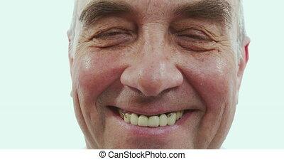 arrière-plan., portrait, grand-père, espèce, heureux, homme âgé, fin, sourires, blanc, appareil-photo.