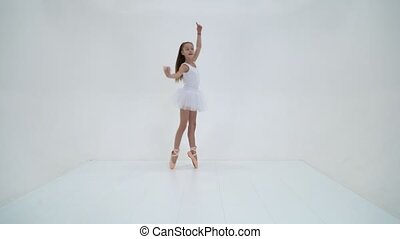 arrière-plan., tutu, mignon, danse, girl, pointe, chaussures, blanc, studio, peu