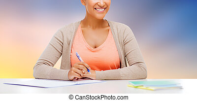 arriba, cuaderno, estudiante, africano, cierre, niña