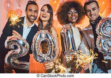 arrivée, groupe, gens, célébrer, 2018, fête