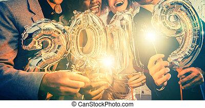 arrivée, groupe, gens, célébrer, 2019, fête