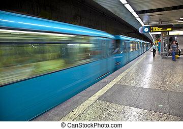 arrivare, stazione treno