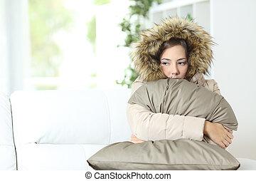 arropado, hogar, frío, mujer, afectuosamente