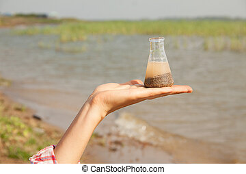 arrosez flacon, lac, main, chimique, arrière-plan., eau, tenue, test., rivière, ou, pureté
