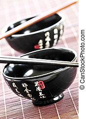 arroz, chopsticks, tigelas
