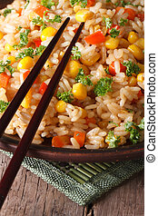 arroz frito chino, con, huevos, maíz, y, especias, vertical