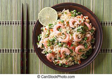 arroz frito, con, mariscos, y, huevo, primer plano,...