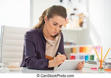 art- weise entwerfer, arbeiten, tablette pc, in, buero