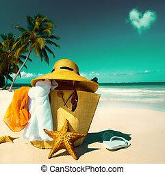 arte, sombrero de paja, bolsa, gafas sol, y, fracasos de tirón, en, un, playa tropical