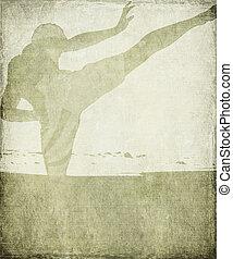artes marciales, silueta, en, gredoso, gris, grunge, plano de fondo
