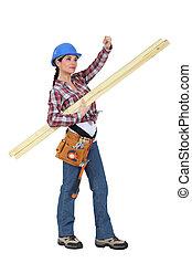 artesana, proceso de llevar, tablas de madera