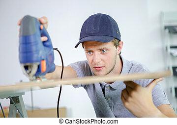 artesano, carpintero, joven