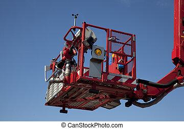 articulado, aéreo, plataforma hidráulica, contra, un, cielo azul