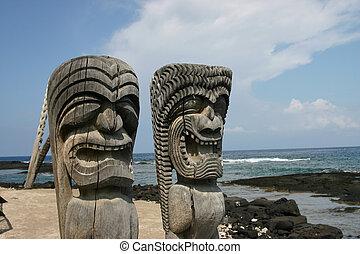 Artifacts Big Island - Idols on beach