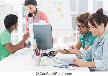 artistas, trabajo en el escritorio, en, creativo, oficina