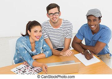 artistas, trabajo encendido, computador portatil, en la oficina