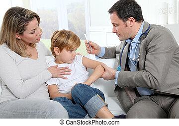 arts, doen, vaccin, injectie, om te, jongetje