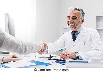 arts en patiënt, schuddende handen