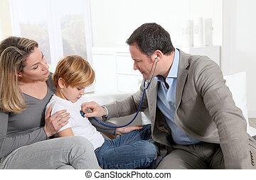 arts, het onderzoeken, ziek, jongetje