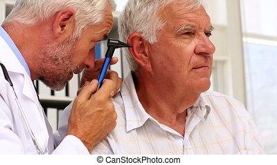 arts, het onderzoeken, zijn, patiënten, oor