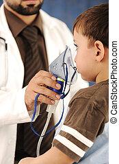 arts, kind, inhaler, masker, voor, ademhaling, ziekenhuis
