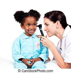 arts, patiënt, oor, controleren, haar, peinzend