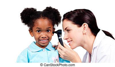 arts, patiënt, oor, het glimlachen, controleren, haar