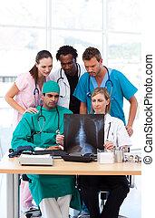 artsen, groep, het onderzoeken, rontgen