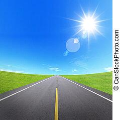 asfalt droga, z, pochmurne niebo, i, światło słoneczne