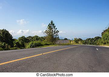asfalto, estrada, com, nuvem, céu azul, fundo