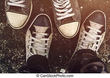 asfalto, topo, sneakers, acima, estrada, vista
