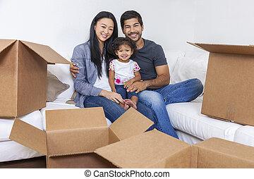 asiático, chino, familia , desempacar cajas, casa móvil