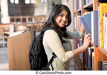 asiático, estudante, em, biblioteca