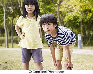 asiático, hermano y hermana