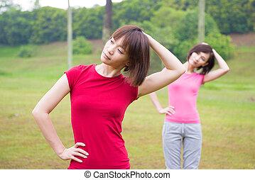 asiático, meninas, malhação, ao ar livre