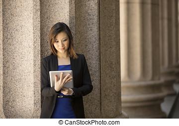 asiático, mujer de negocios, exterior, colonial, edificio,...