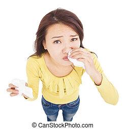 asiático, mulher jovem, tendo, nariz runny, com, tecidos