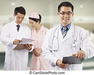 asiático, profesionales médicos