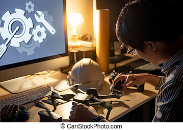 asiático, técnico, ingeniero, reparación, zángano
